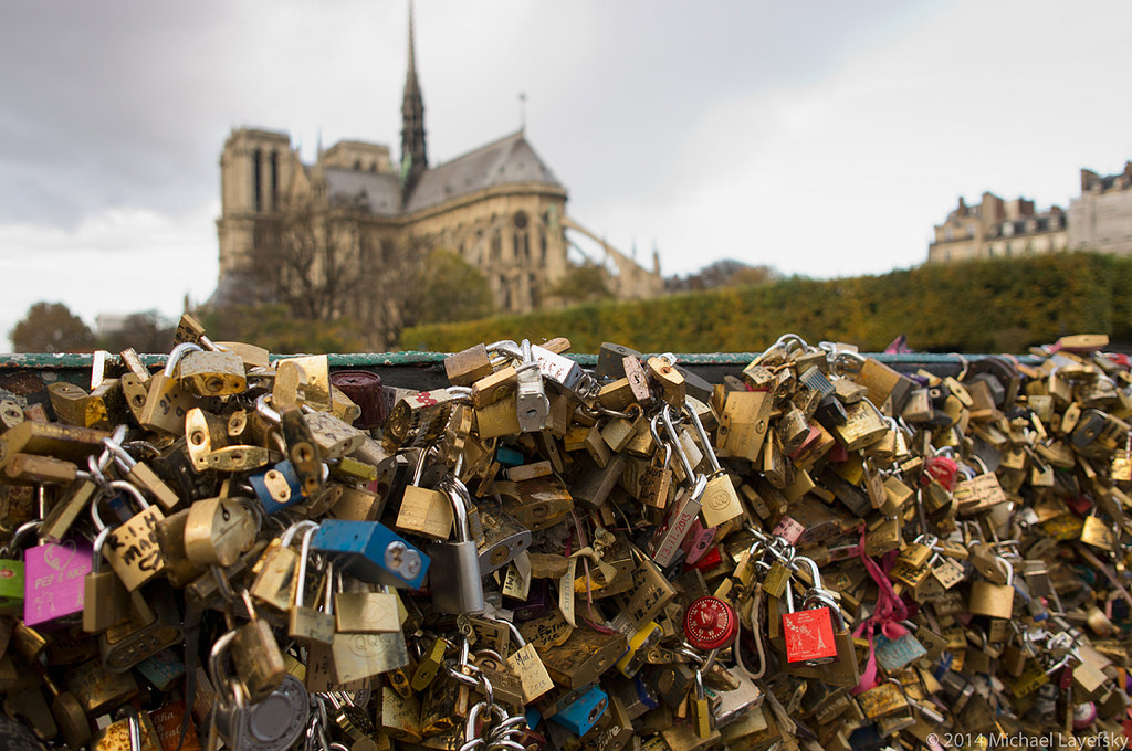 Locks of love partially collapses famous paris bridge - Pont des arts hong kong ...
