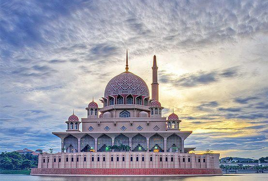 Putra Mosque: a Rose-Coloured Dome Full of Beauty Beautiful Masjid On Water