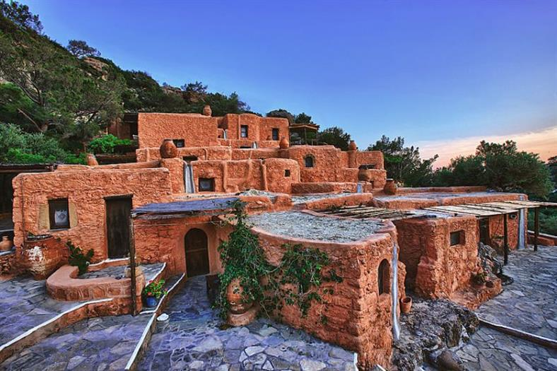 Aspros Potamos: 300-Year-Old Abandoned Village Turned Hotel