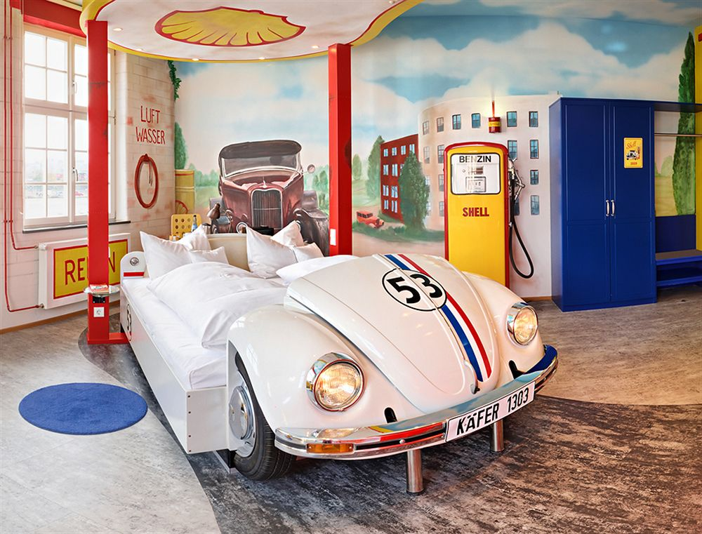 sleep in a car themed v8 hotel in germany. Black Bedroom Furniture Sets. Home Design Ideas